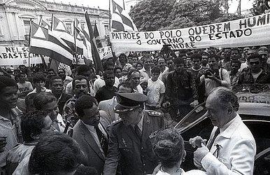 O ex-governador Waldir Pires (de branco)