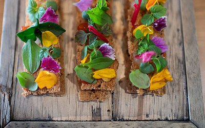 """Prato do chef francês Alexandre Mazzia na cozinha do seu restaurante """"AM"""", em Marselha. O Guia Gault et Millau o nomeou o 'Chef do ano' na França"""