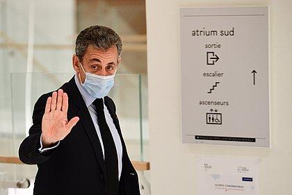 Ex-presidente da França, Nicolas Sarkozy fura fila da vacina para a covid-19