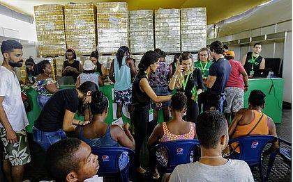 Ambulantes recebem kits e vão aceitar cartão de débito no Festival Virada