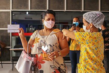 Brasil chega a 100 milhões de vacinados ao menos com a 1ª dose contra a covid