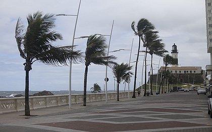 Ventos intensos e temperaturas baixas lembraram o inverno