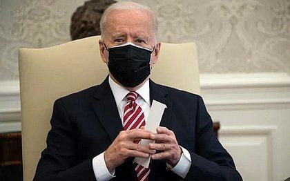 Biden celebra recuo da pandemia nos EUA e diz que ajudará países com vacinas