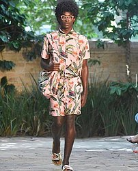 Gabriel Pitta 20 anos. Produzia salgados com a mãe. Foi lançado no AFD 2017, fez SPFW e hoje está na agência de Alex Lundqvist. Posou para a Vogue e para marcas como Oakley, Costa Brazil e Renner.