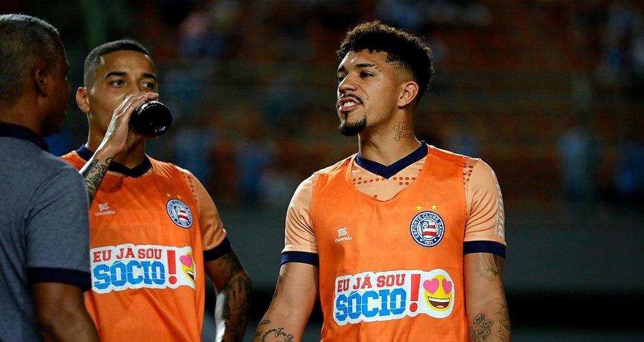 Ao lado de Elton, Gregore e Douglas Augusto foram a linha defensiva do meio-campo do Bahia