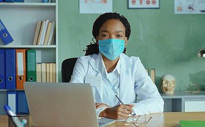 O acompanhamento médico é fundamental para a manutenção da saúde