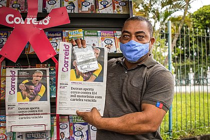 Leitores vão às bancas garantir máscaras PFF-2 nessa sexta