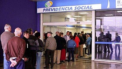 Aposentadoria terá reajuste de 5,45% e teto vai a R$ 6.433