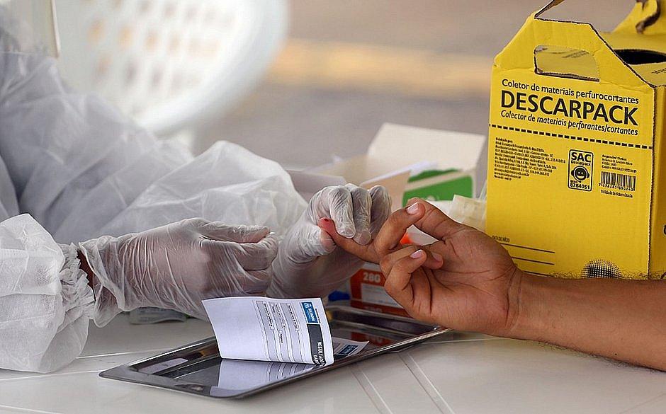 Testes rápidos em Salvador detectam 217 pessoas com covid-19 nesta segunda