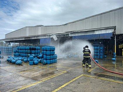 Explosão em empresa de gás mata uma pessoa e deixa duas feridas na RMS