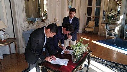 Prefeito assina carta de cooperação com grupo português para promover Centro Histórico