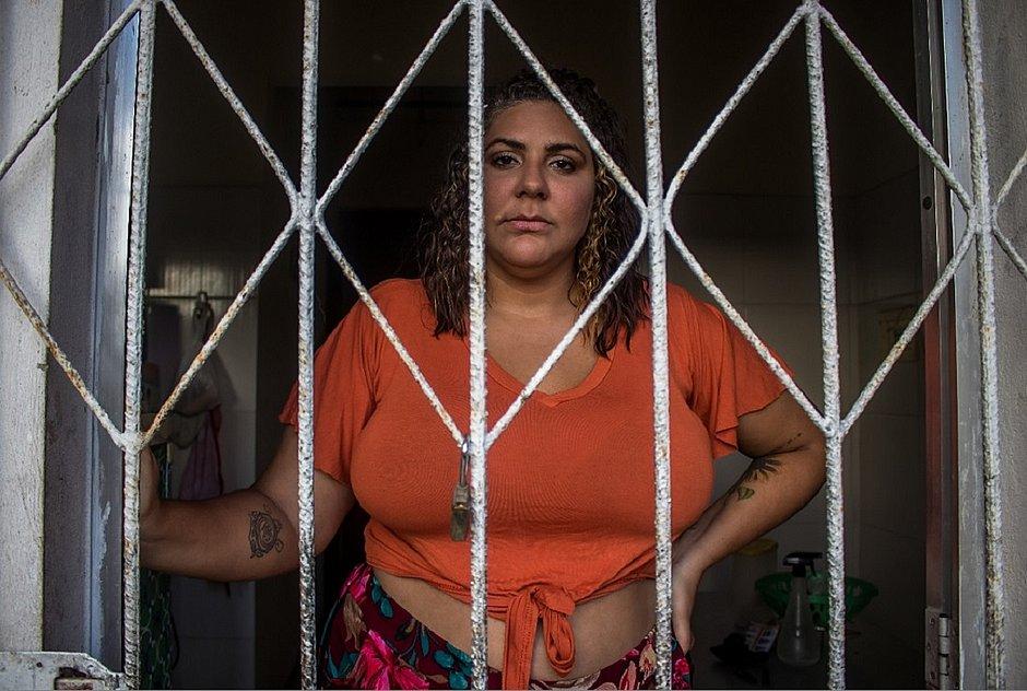A universitária Paloma Mota afirma que só tem saído de casa para consultas médicas