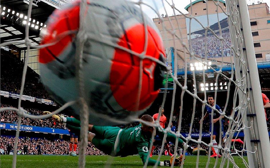 Com gol do brasileiro Willian, Chelsea faz 4x0 no Everton