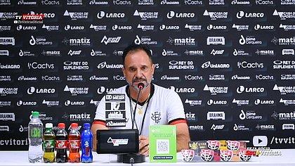 Técnico do Vitória, Wagner Lopes pontua que a crise do clube está afetando a concentração dos jogadores