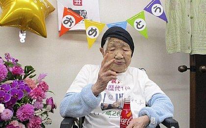Em seu aniversário de 118 anos, ela comemorou tomando refrigerante