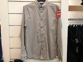 Camisa social cinza (M.Officer - Salvador Shopping) de R$ 299,9 por R$ 98,9 (56,9%)