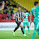 Réver comemora após marcar o primeiro gol do Atlético na Colômbia