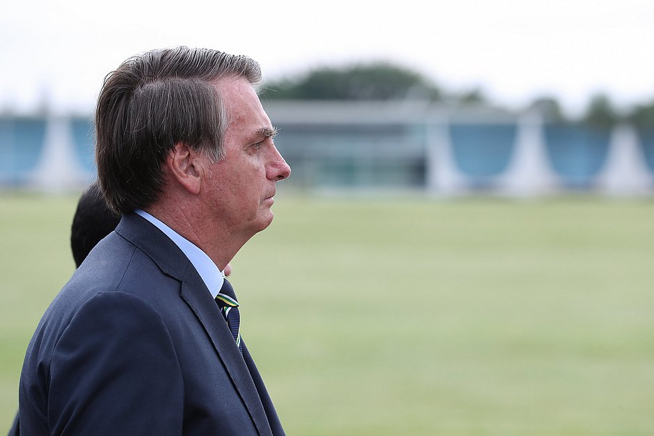 'Cada vez mais, o índio é um ser humano igual a nós', afirma Jair Bolsonaro