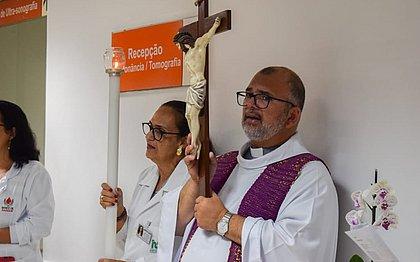 Padre Bento é internado e diagnosticado com coronavírus; quadro é estável
