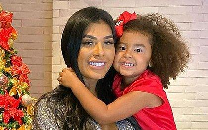 4 autores de ataques racistas contra filha de Pocah são identificados