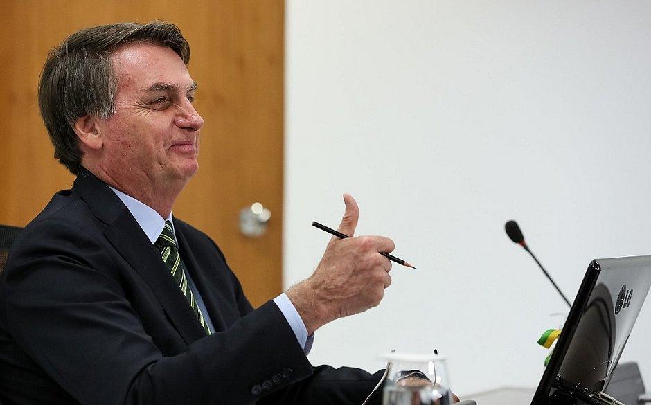 'Lamento informar que estou muito bem e viverei por muito tempo', diz Bolsonaro