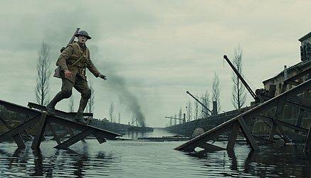 A fotografia do filme é do premiado Roger Deakins, que dá uma aula