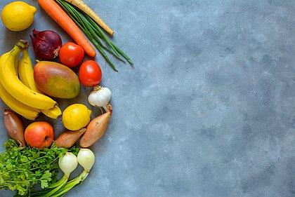 Guia da comida saudável: preparo em casa e alimentos in natura são regras de ouro