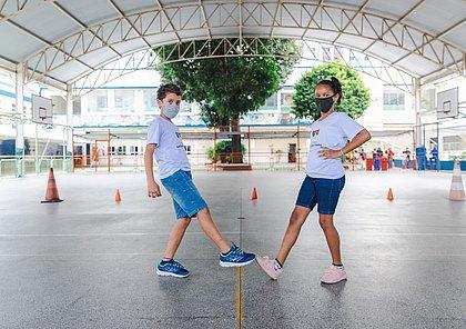Matheus Honassys e Sophia dos Santos fazem o Toque de Pé no colégio