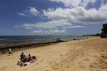 Medidas mais duras: praias de Salvador serão fechadas a partir de quarta-feira