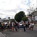 Movimento Volta às Aulas Salvador foi até a porta da residência do Prefeito e aplaudiu a decisão de retomada das aulas