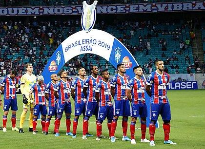 Time do Bahia perfilado na Fonte Nova, antes do jogo contra a Chapecoense