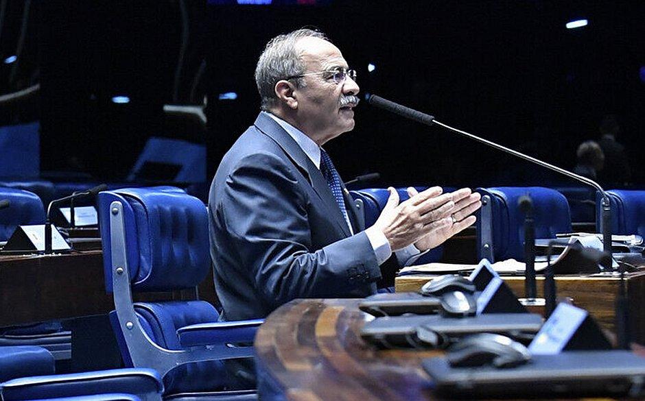 Partidos entram com representação contra senador no Conselho de Ética