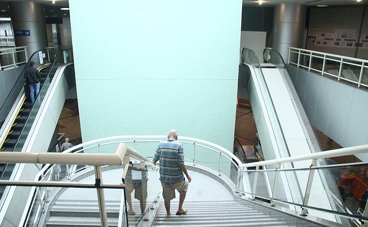 Escadas rolantes são interditadas no aeroporto por conta de obras