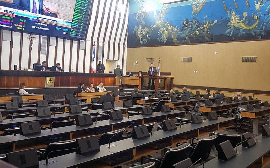 Em votação, deputados autorizam a venda do Odorico Tavares