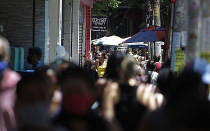 Movimentação foi grande nas ruas da cidade para as compras de Natal e o número de infecções cresceu