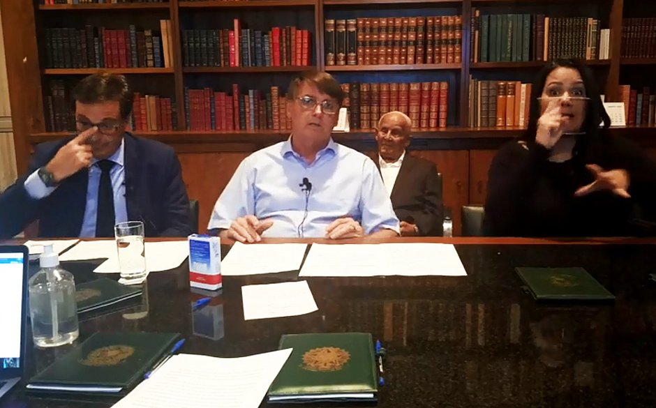 Bolsonaro admite discussão interna sobre furo no teto de gastos; assista