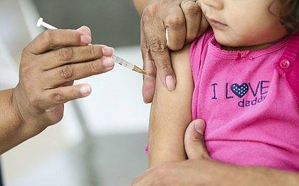 Gripe é diferente de resfriado e mata mais crianças; entenda diferenças