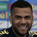 Capitão da seleção brasileira, Daniel Alves diz que ainda vai demorar muito para voltar a vestir a camisa do Bahia