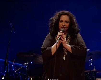 Em live, Gal Costa canta clássicos e relembra ditadura: 'não há de haver quem nos derrube'