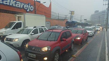 Chuva: preços dos apps de corrida chegam a ficar 5 vezes mais caros em Salvador