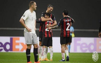 Ibrahimovic comemora com Brahim Díaz o primeiro gol do Milan sobre o Sparta Praga