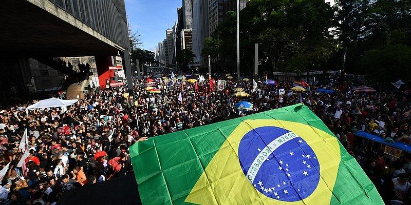 Atos contra Bolsonaro são realizados pelo país