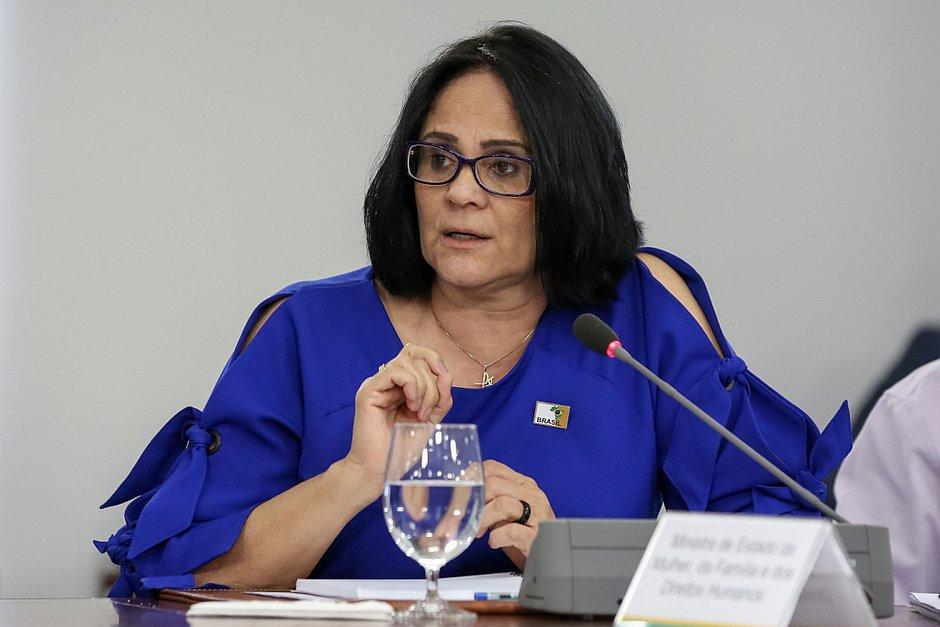 Damares vê 'milagre da cloroquina' no PI, mas médico nega eficácia da droga