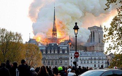 Incêndio na Catedral de Notre-Dame, no centro de Paris.