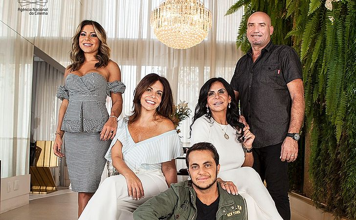 Gretchen aproveita momento em alta e estreia reality show com sua família