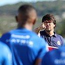 Guilherme Bellintani teve conversa com os atletas antes do treino no CT Evaristo de Macedo
