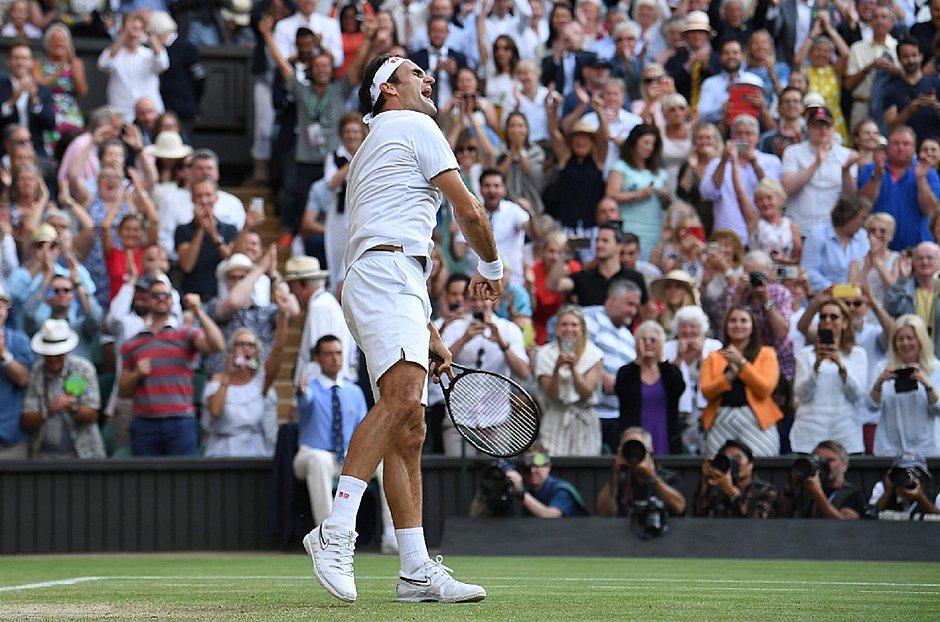 Federer comemora vitória em cima de Rafael Nadal