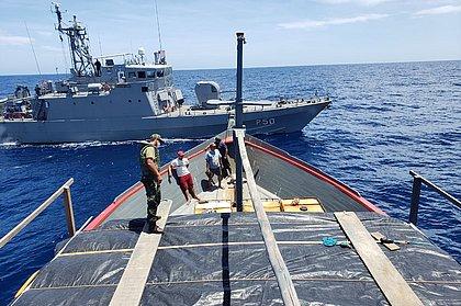 Navio-patrulha da Marinha apreende 20 toneladas de cigarro na costa da Bahia
