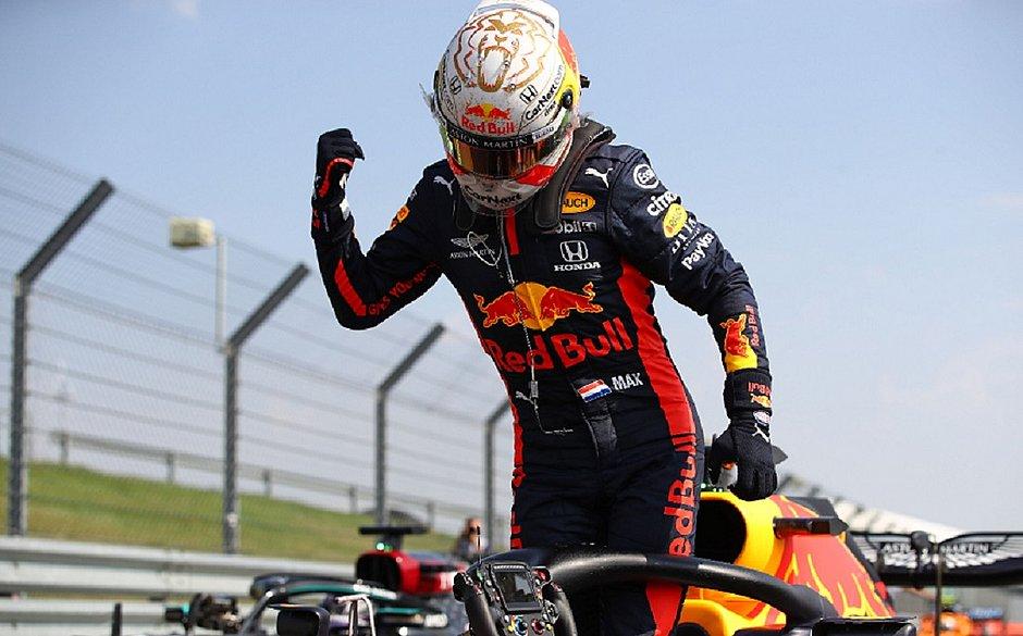 Verstappen brilha, supera Hamilton e vence GP dos 70 anos da F1