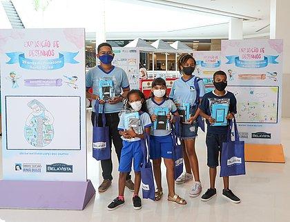 Shopping doa tablets para crianças da Osid que venceram concurso de desenho